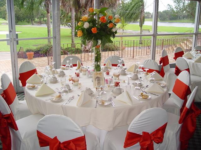 bileciki prezentowe jako ozdoba przyjęcia weselnego